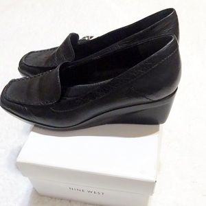 Nine West Black loafers EUC comes with box